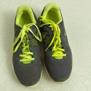 Nike Lunar Eclipse 2 gray/yellow running sneaker